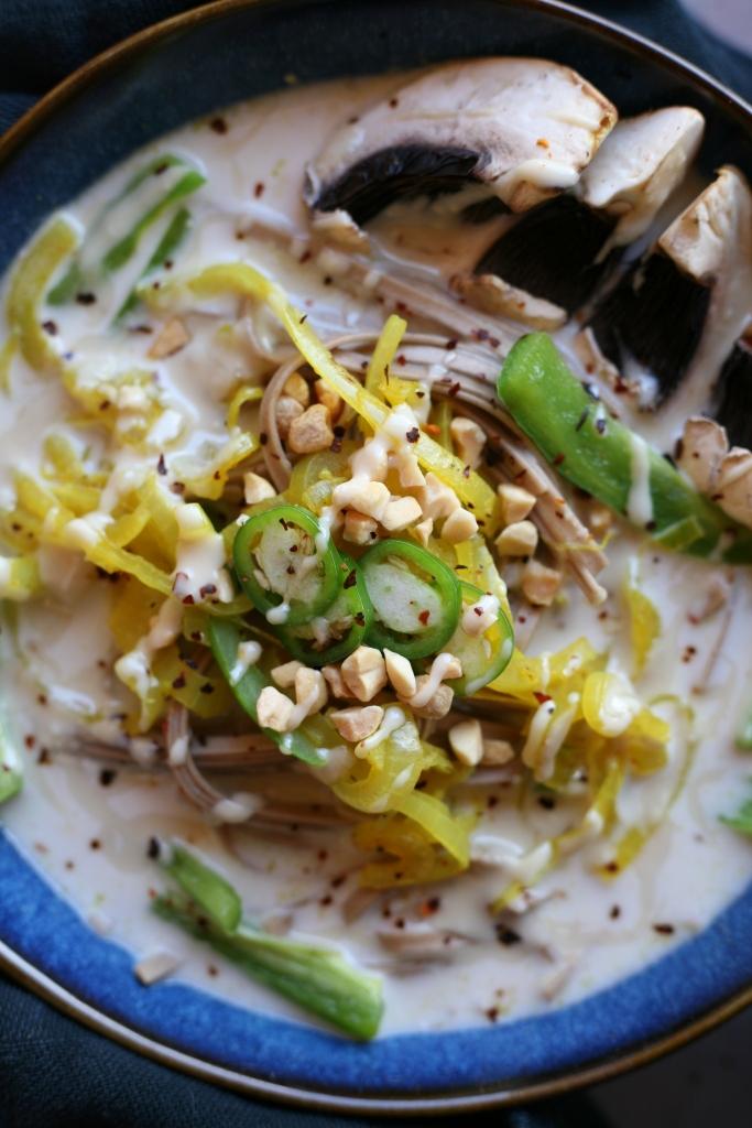 bouillon amande coco et légumes croquants